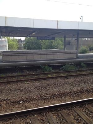 Gelsenkirchen駅のホームの様子