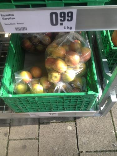 一袋200円程度のリンゴ