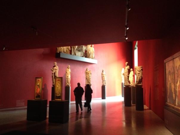 中世の石像やキリスト教絵画など