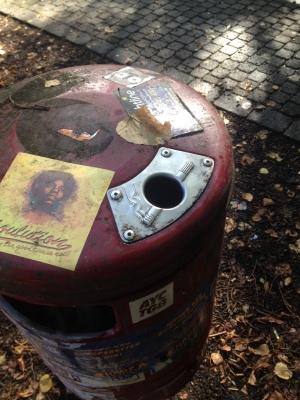 灰皿のついたゴミ箱