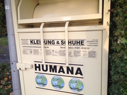 服や靴のリサイクルボックス