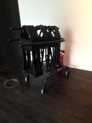 美術館の椅子