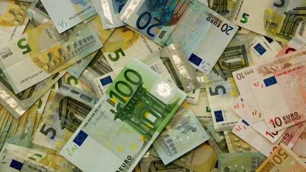 money-482596_1920