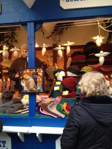 クリスマスマーケットの防寒グッズ