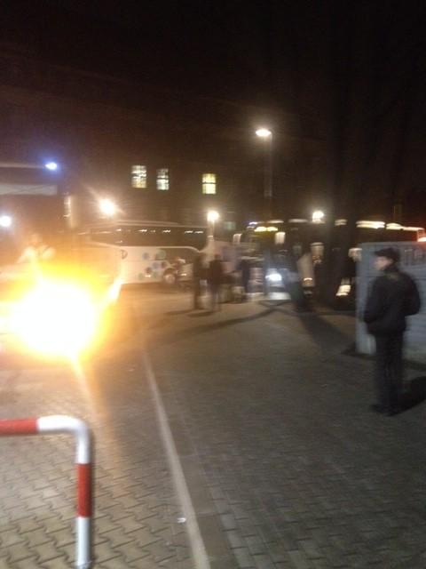 未明のバス停留所