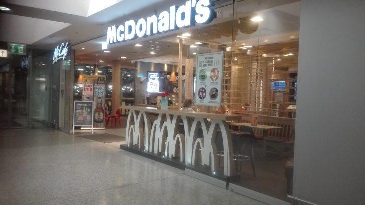空港のマクドナルド